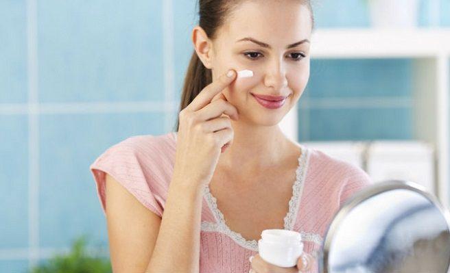 vaselina-usos-y-beneficios-increibles-para-tu-belleza-672xXx80