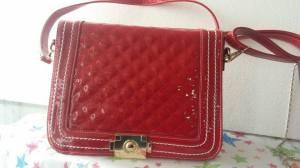 bolso rojo de charol soylinda